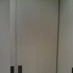 Фото: Гардеробная комната белая угловая (г. Москва) «MEBM»