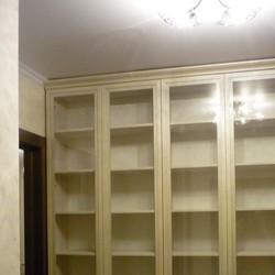 Фото: Книжный шкаф с распашными стеклянными дверьми (г. Москва) «MEBM»
